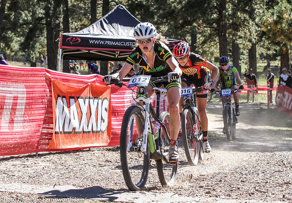 India Waller (012), Animas and Kaylee Blevins (016) Durango sprint to the finish of the Girls Varsity Division. Waller takes first. Photo Leslie Farnsworth-Lee.