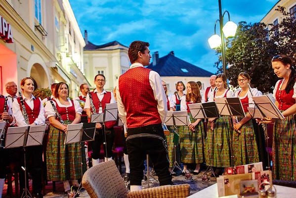 Der Musikverein Gerolding spielte am Rathausplatz beim Cafe Madar.<br /> Foto: Stadt Melk / Gleiß