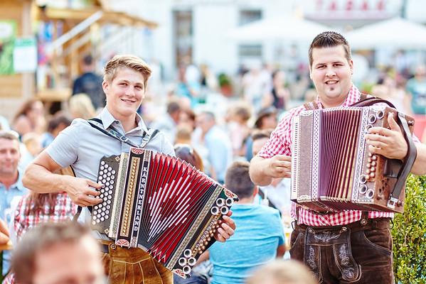 Manuel Schornsteiner (l.) und Stefan Schmuck spielten bei der Fleischerei Sdraule am Hauptplatz.<br /> Foto: Stadt Melk / Gleiß