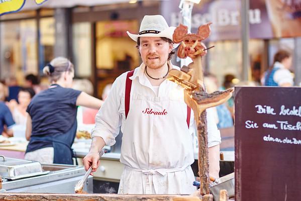 Josef Sdraule grillte für die Gäste. <br /> Foto: Stadt Melk / Gleiß