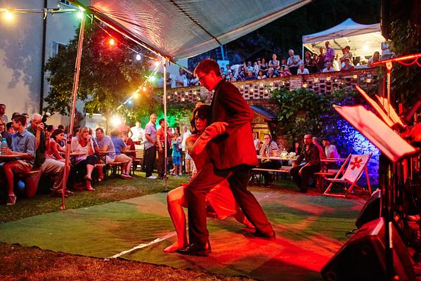Großes Interesse herrschte an der Tanzvorführung der Sportunion im Zöchling-Hof in der Sterngasse.<br /> Foto: Stadt Melk / Gleiß