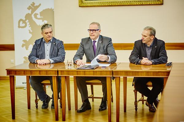 Stadtamtsdirektor Klaus Weinfurter (v. l.), Bürgermeister Thomas Widrich und Vizebürgermeister Wolfgang Kaufmann. <br /> Foto: Stadt Melk / Franz Gleiß