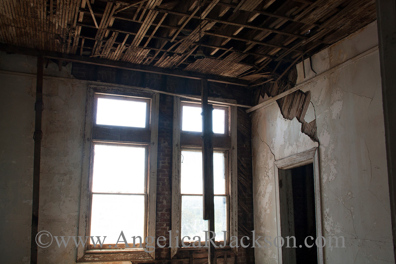 """""""Strut""""<br /> Supports for the heavily damaged 4th floor<br /> April 2013"""
