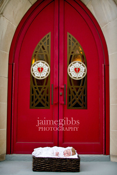 A quick shot in front of these wonderful red doors. Unfortunately these doors were in use so we only had a few moments.