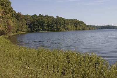 How many lakes does Fairfax County have?