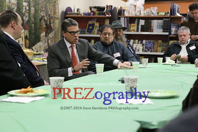 Rick Perry at Maccabees Deli 2015