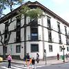 """Fonte:<br /> <a href=""""https://medium.com/educatio-madeira/o-edif%C3%ADcio-do-governo-regional-da-madeira-29e48f686152"""">https://medium.com/educatio-madeira/o-edif%C3%ADcio-do-governo-regional-da-madeira-29e48f686152</a>"""
