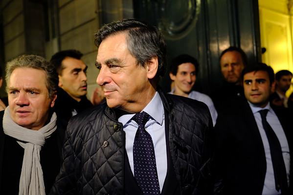 François Fillon rentre dans son QG Bld St Germain. Paris  -  1er tour -  20/11/16