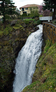 Columbia River Gorge Hotel - Yes..there is a very large waterfall coming off the hotel grounds into the Columbia River.