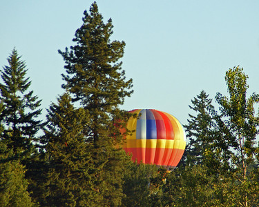 Another issue with lift...the balloon was above the trees a few minute earlier.   Ground temperature must have been cooler than the upper air.   All the balloons seem to have a problem with lift today.