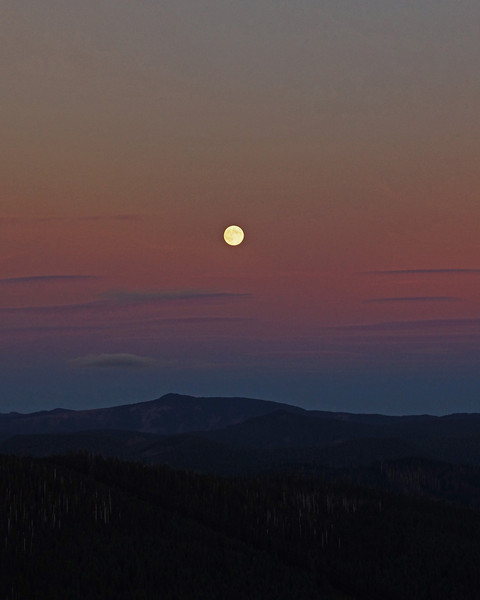 Moon rise over the Columbia River Gorge