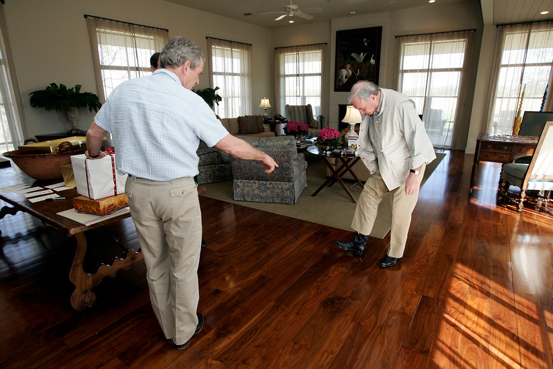 US President George Bush and Prime Minister Paul Martin exchanged gifts at the President's ranch in Crawford , Texas.