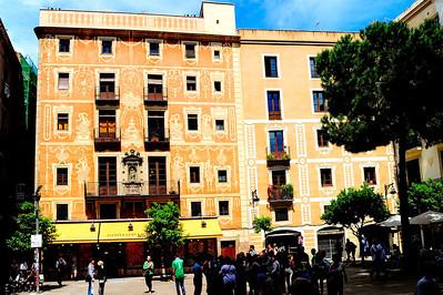 Square in front of Basilica Santa Maria del Pi