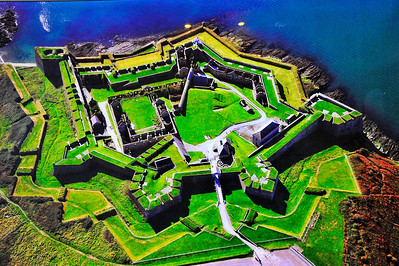 Charles Fort Charles Fort is built on the site of an earlier stronghold known as Ringcurran Castle, which featured prominently during the Siege of Kinsale in 1601. The fort, which is named after Charles II, was designed by the Surveyor-general Sir William Robinson - architect of the Royal Hospital Kilmainham. The fort was built in the 1670s and 1680s to a star fortification design - a layout specifically designed to resist attack by cannon. The in-land bastions of the fort however are overlooked by higher ground. A fact which was of critical importance when the fort was besieged by John Churchill, 1st Duke of Marlborough (then 1st Earl) in 1690 during the Williamite War in Ireland. Repairs were made following the siege, and the fort remained in use as a British Army barracks for several hundred years afterwards.