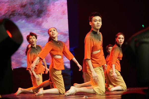 The opening ceremony included by performances of other arts organizations from throughout China.  This contemporary dance company presented a work that represented the Yellow River.