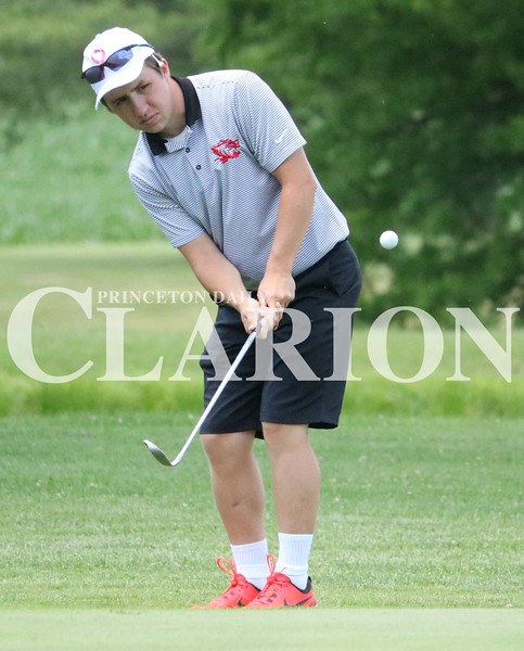 Lucas Whitten/Daily Clarion Archive<br /> <br /> Nathan Sandusky chips onto the green at Oakland City Country Club last week during the Gibson County meet.