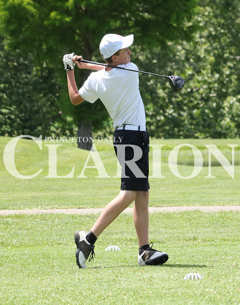 Lucas Whitten/Daily Clarion<br /> Jalen Doerner tees off at Oakland City Country club last week during the 2017 Gibson County Meet.