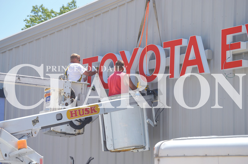 Quiche Matchen/ Daily Clarion<br /> Husk Signs Inc crew install the Gibson County Fairground's Toyota Events Center sign Tuesday morning. The sign company will also install a digital marquee at the fairgrounds entrance to replace the old marquee.