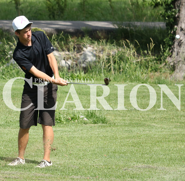 Lucas Whitten/Daily Clarion Archive<br /> <br /> Brandon Murphy pitches to the green at the 2017 Gibson County golf meet at Oakland City Country Club on May 31.