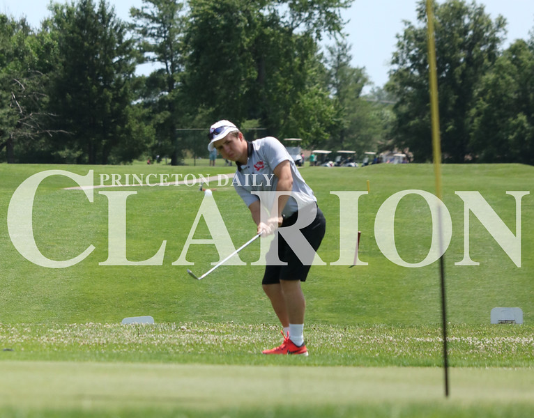 Lucas Whitten/Daily Clarion<br /> Princeton Community's Nathan Sandusky hits a team-low 77 at Oakland City Country Club during the Gibson County tournament.