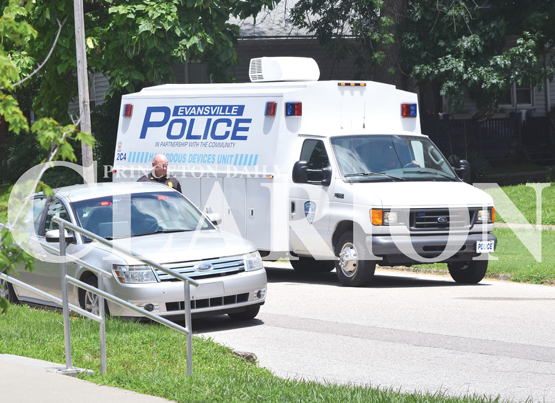 Quiche Matchen/ Daily Clarion  <br /> The Evansville Police Department bomb squad arrives on scene with a robot to locate a suspicious object on South Prince.