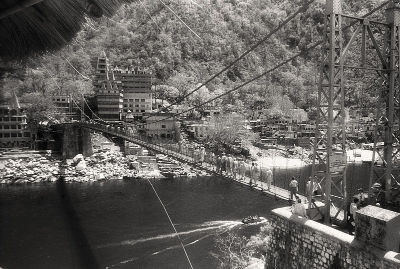 L2219 Laxman Jhula (bridge) over the Ganges. infrared