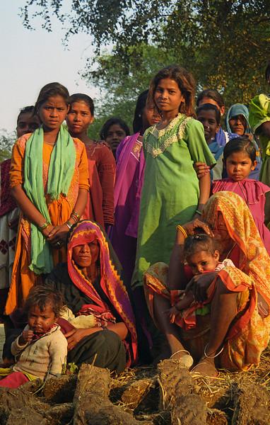 L2153 Villagers. Chatnag, Allahabad