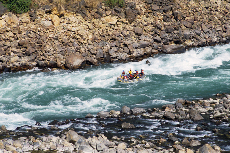 L1805 Rafting the Ganges above Rishikesh