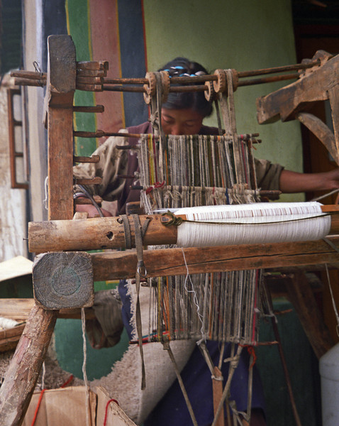 L2283 Traditional loom. Lhasa, Tibet