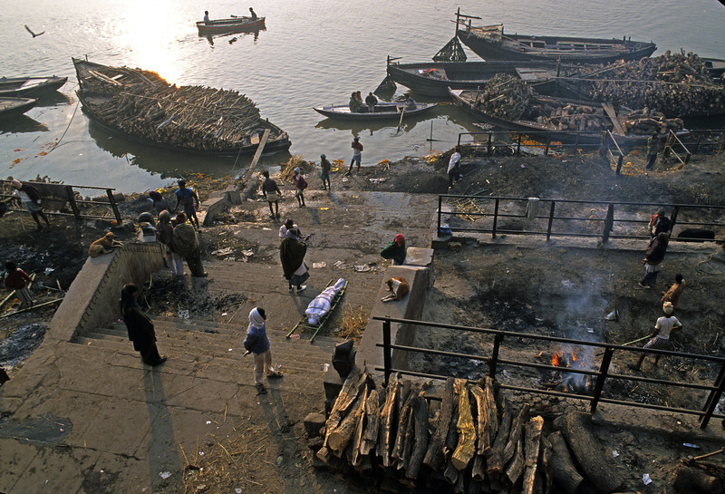 L1561 Cremation at Manikarnika Ghat, Benares.