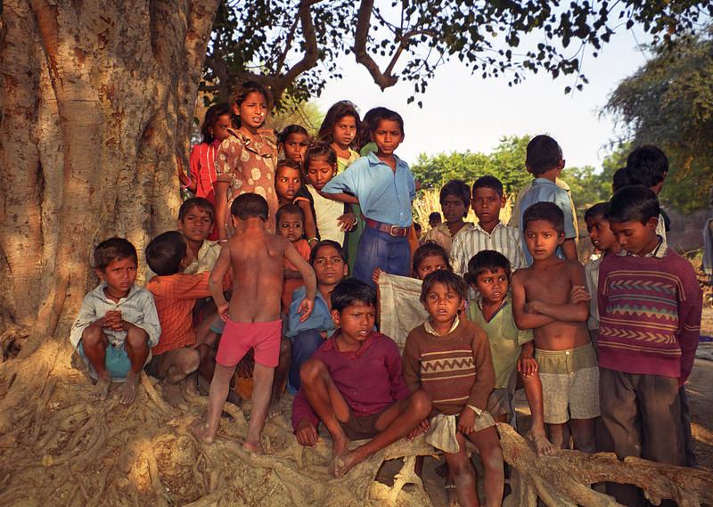 L2154 Village kids. Chatnag, Allahabad