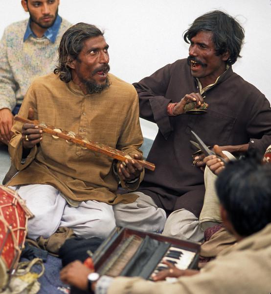 L1271 Village musicians. Chatnag, Allahabad