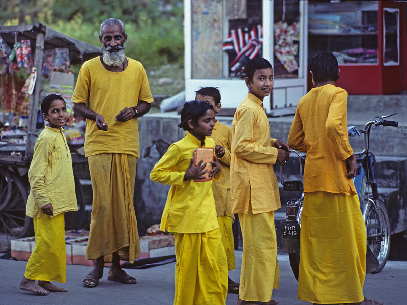 L1520 Sanskrit school students with teacher. Rishikesh