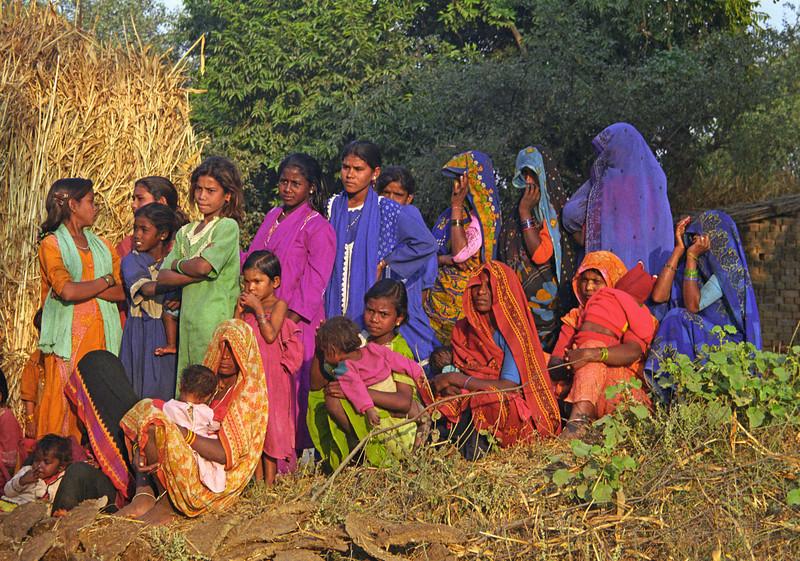 L2154 Villagers. Chatnag, Allahabad