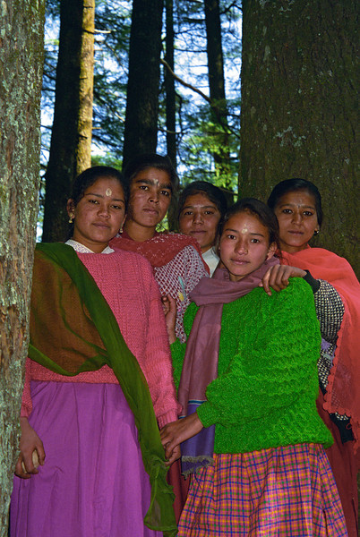 L1026 Young women, Tarkeswar