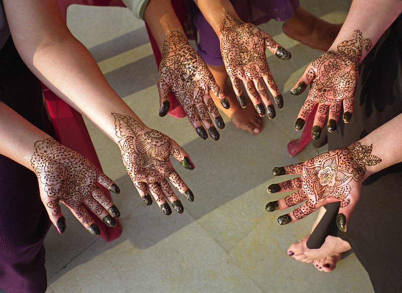 L2102 Henna hands in a 5 bride wedding, Allahabad