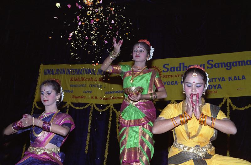 L2785 Karnataka dancers, Bangalore