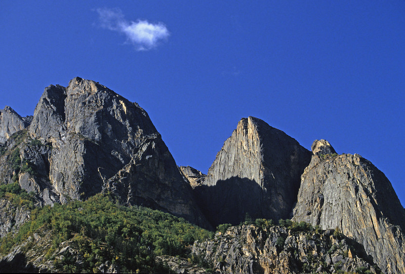 L1217 Mountain between Gangotri and Gomuk