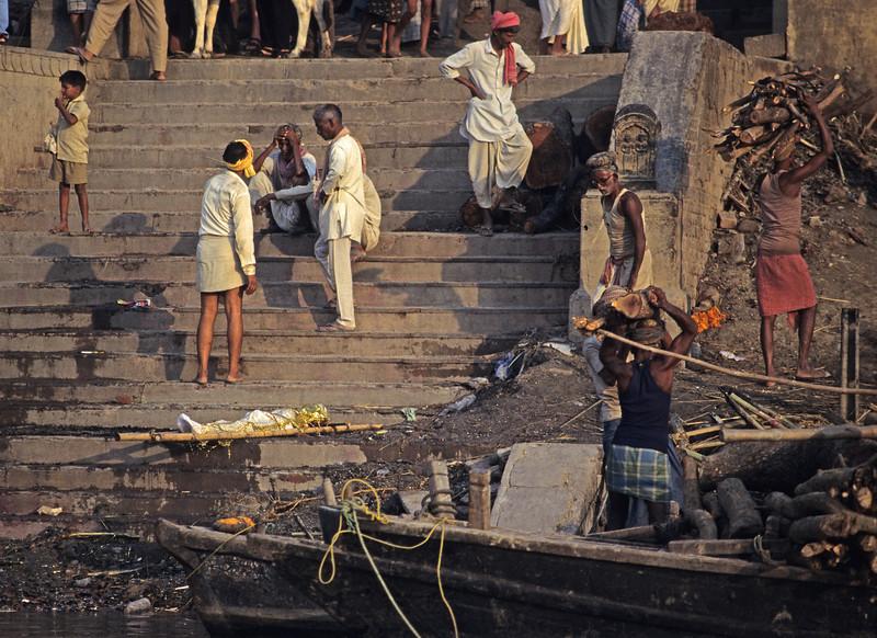 L1564 Cremation at Manikarnika Ghat, Benares.