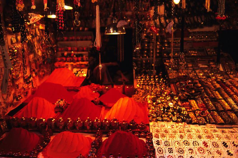 L1560  Kum kum shop, sandalwood and bangles.