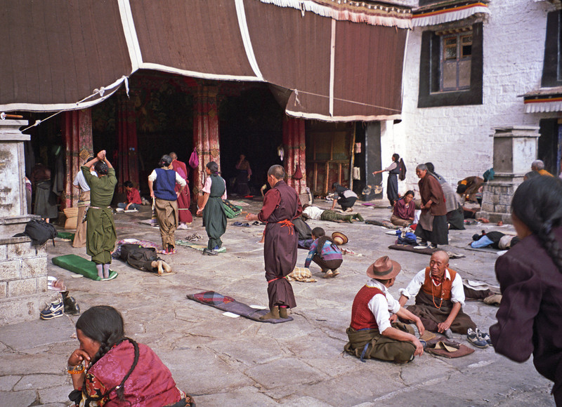 L2275 Prostrations at Jokhang Temple, Lhasa, Tibet