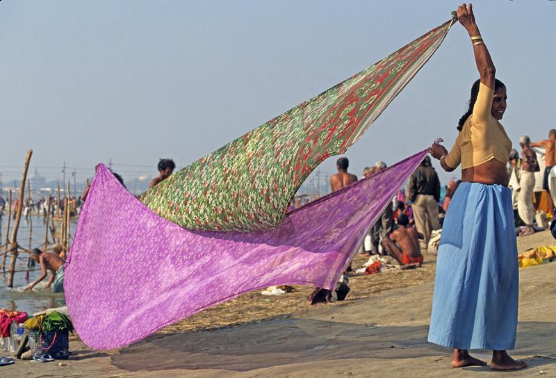 L1871 Drying saris