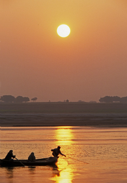 L1116 Ganges River fishing, Allahabad