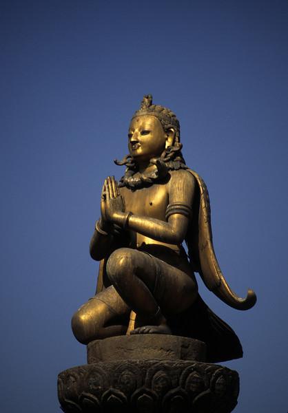 L1077 Thamel, Kathmandu pole sculpture