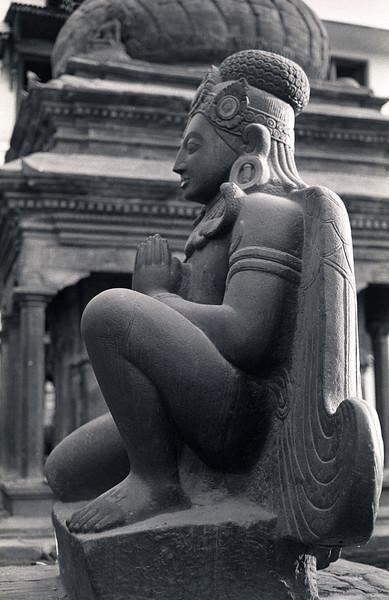 L2427 Kathmandu sculpture