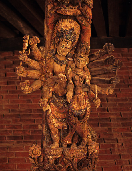 L1894 Kathmandu wood sculpture