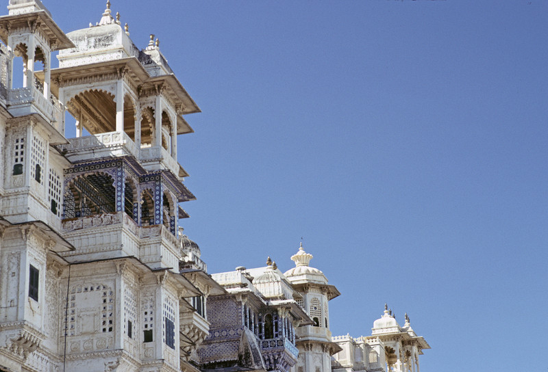 L1836 City Palace porticos at Udaipur