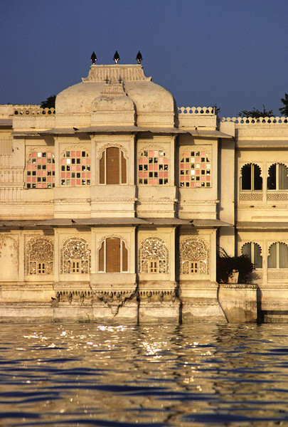L1684 New Summer Palace on Pichola Lake, now a 5 star hotel.