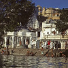 L1507 Udaipur ghat from Pichola Lake