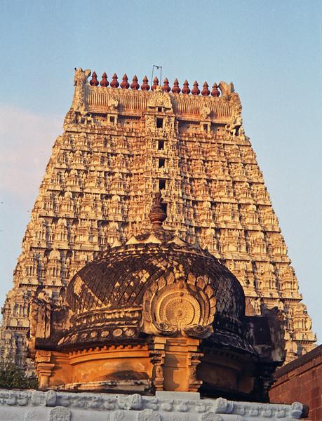 L2362 Tiruvanamalai temple